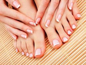 10. Menghilangkan kotoran di kuku kaki