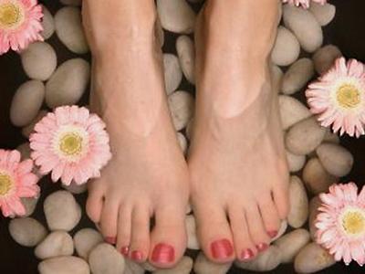 2. Cuci kaki dengan air dan baking soda