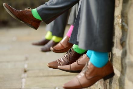 6. Masukan kertas pengering ke dalam sepatu
